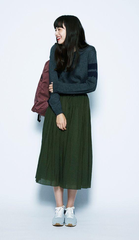 с чем носить юбку плиссе: миди зеленая ниже колена