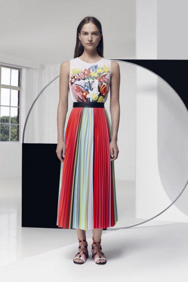 с чем носить юбку плиссе: ниже колена разноцветная миди
