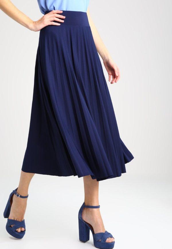 юбка плиссе с чем носить: синяя длинная