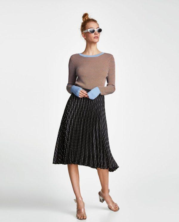 с чем носить юбку плиссе: черная в горох миди до колена