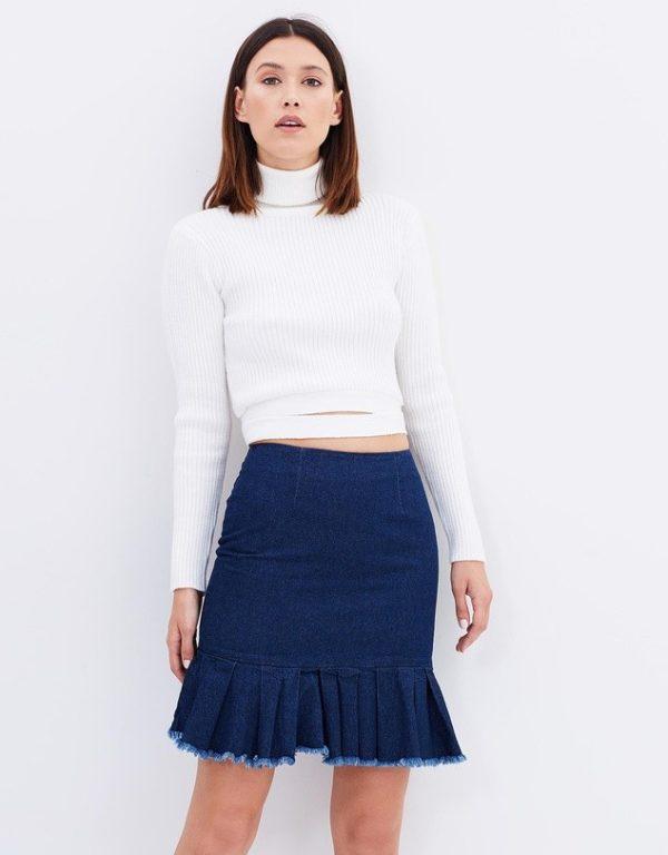 с чем носить юбку плиссе: джинсовая мини синяя