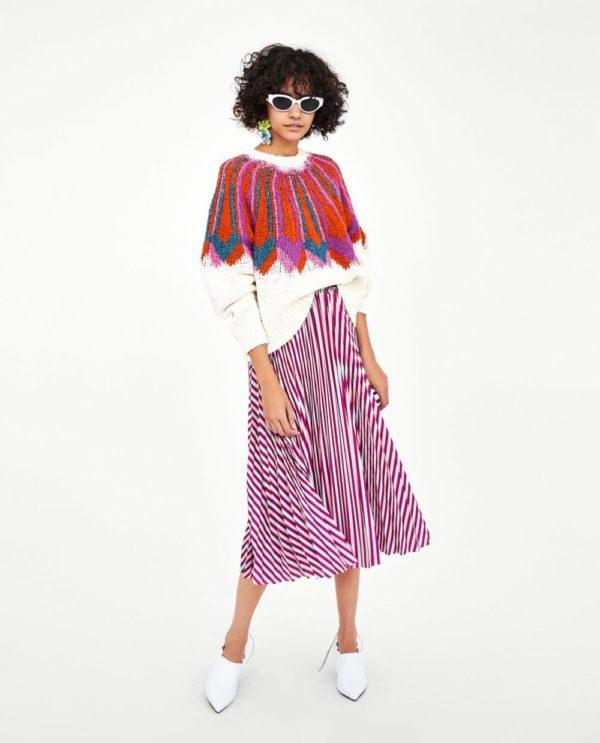 юбка плиссе с чем носить: яркая фиолетовая полосатая