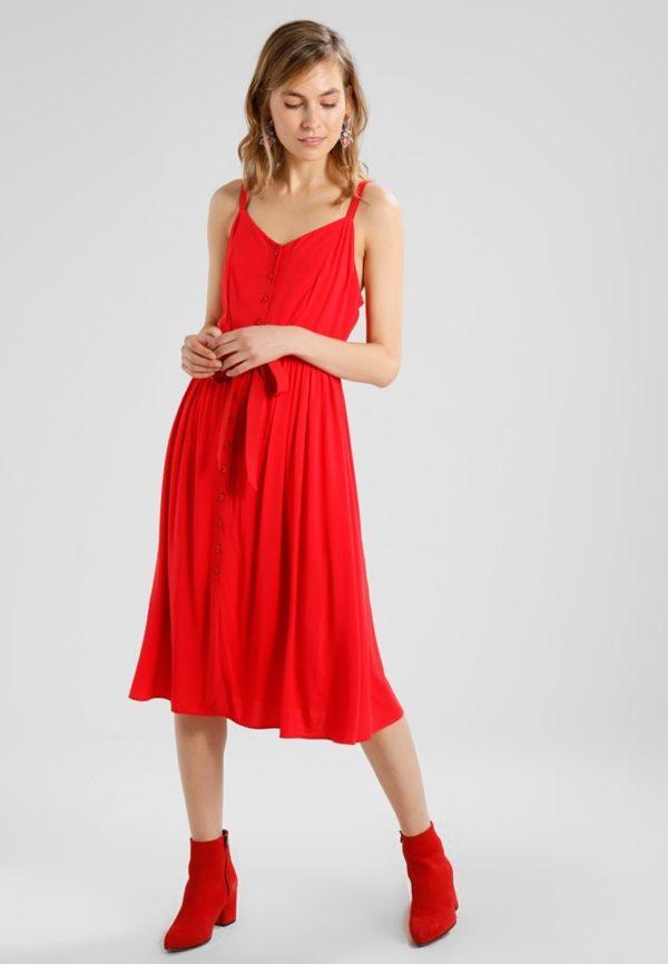 фасоны летних платьев и сарафанов: красный