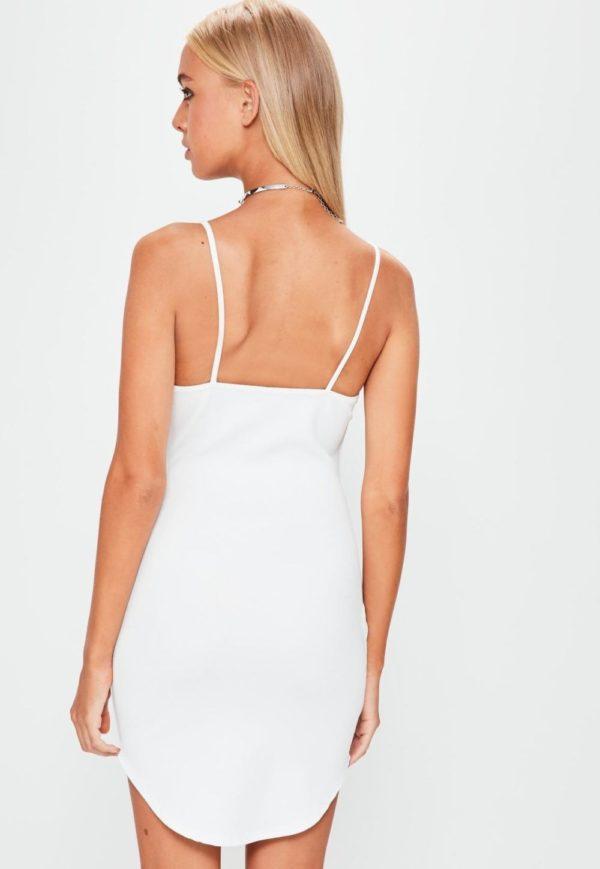 Летние платья и сарафаны: белое с голой спиной