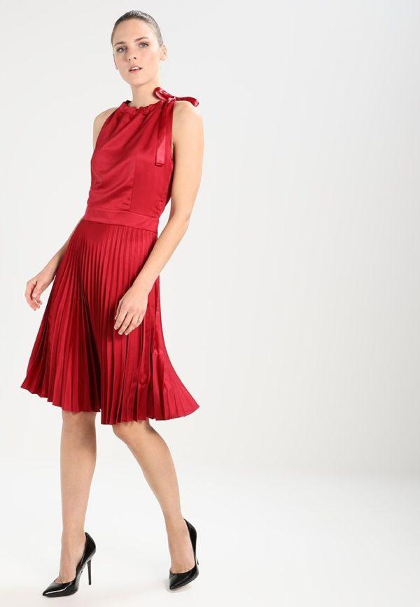 Летние платья и сарафаны: красное