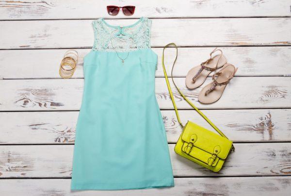 образ лето 2021: платье бирюза сумка желтая