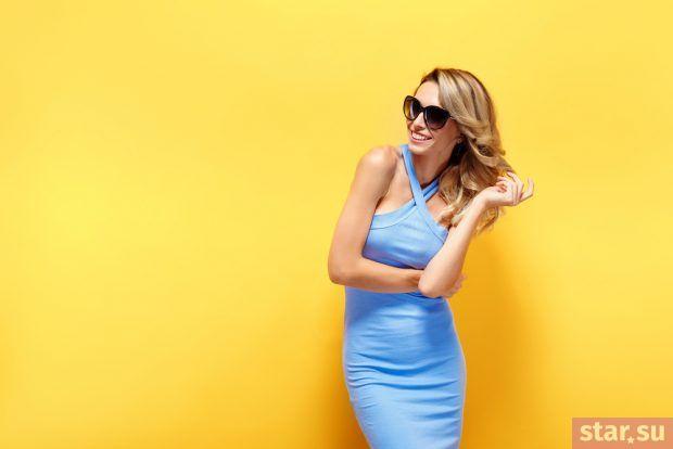 летние образы 2019 для девушек: голубое силуэтное платье