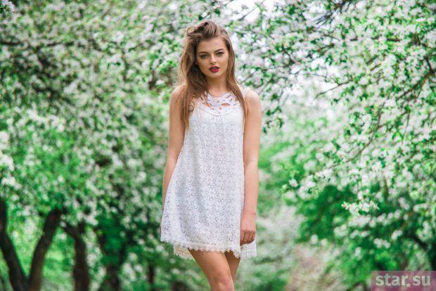 летние образы 2019 для девушек: белое короткое платье