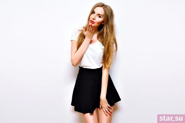 летние образы 2019 для девушек: мини юбка черная
