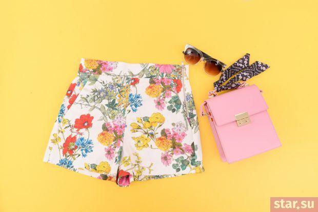 модные летние образы 2019: шорты с цветочным принтом