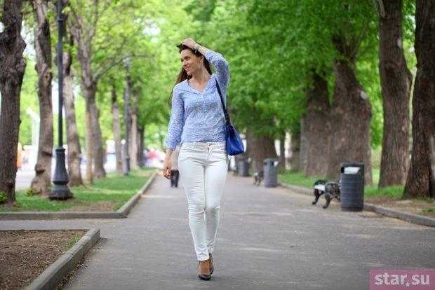 белые штаны голубой верх