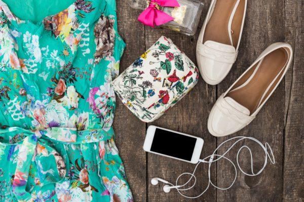 летний образ 2021: платье бирюза с принтом