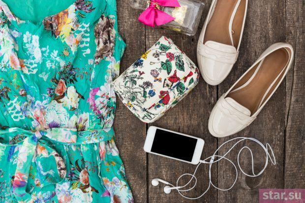 Стильные летние образы 2019: платье бирюза с принтом