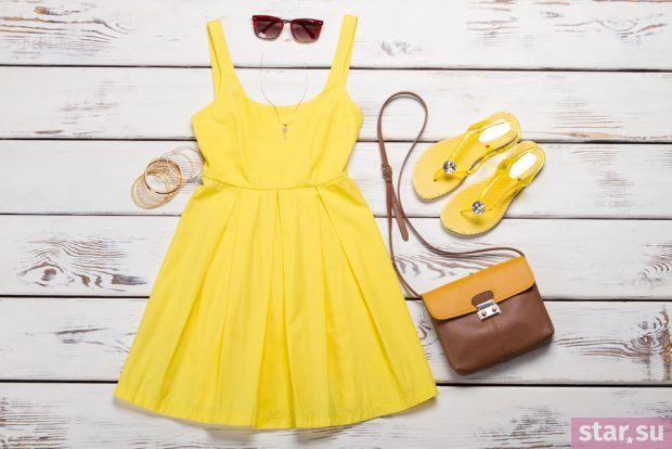 Стильные летние образы 2019: желтое платье коричневая сумка