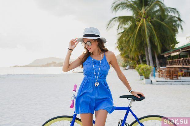 модные образы лето 2019: пляжный сарафан синий