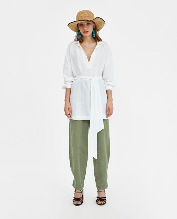 летние образы 2021: зеленые брюки и рубашка белая