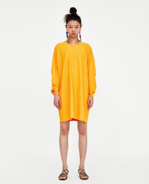 с желтым платьем
