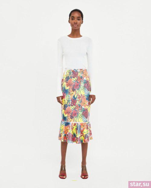 стильные образы лето 2019: с яркой цветастой юбкой