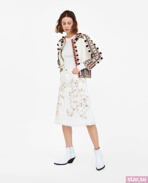 стильные образы лето 2019: с белой юбкой с принтом