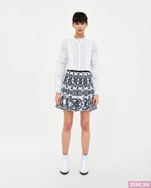 модные образы лето 2019: белая юбка с принтом короткая