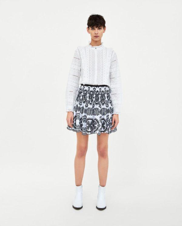 белая юбка с принтом короткая