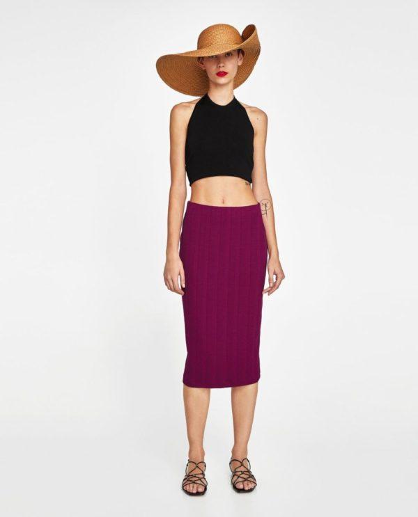 с фиолетовой юбкой