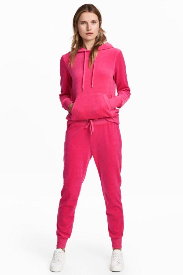 модные спортивные костюмы женские: велюровый розовый