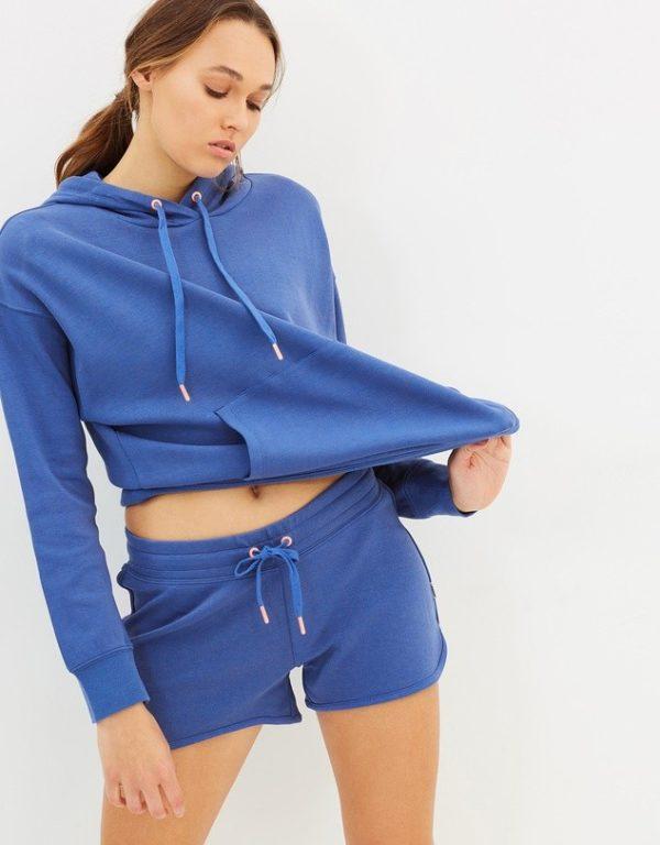 спортивные костюмы: синий с шортами