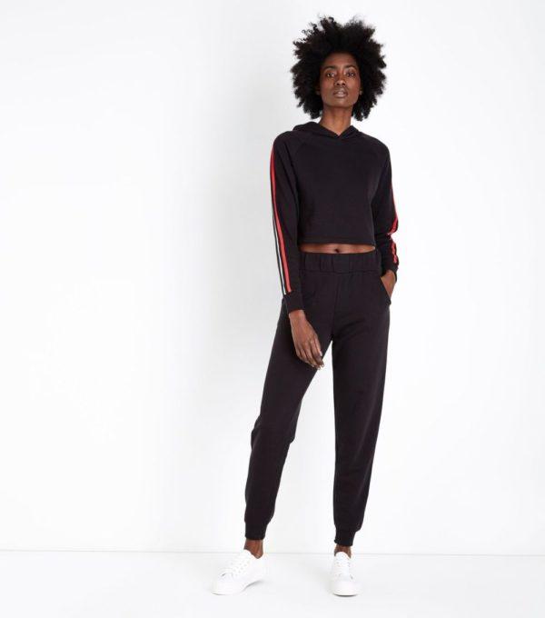 спортивные костюмы: модные женские черный с лампасами