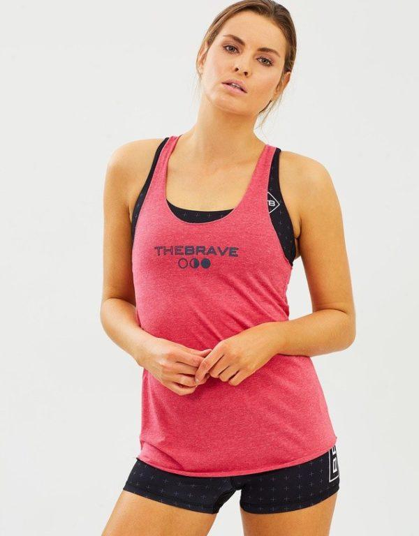 модные спортивные костюмы: розовый с шортами