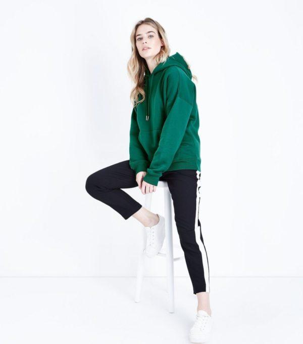 спортивный костюм женский модный: зеленый верх черный низ