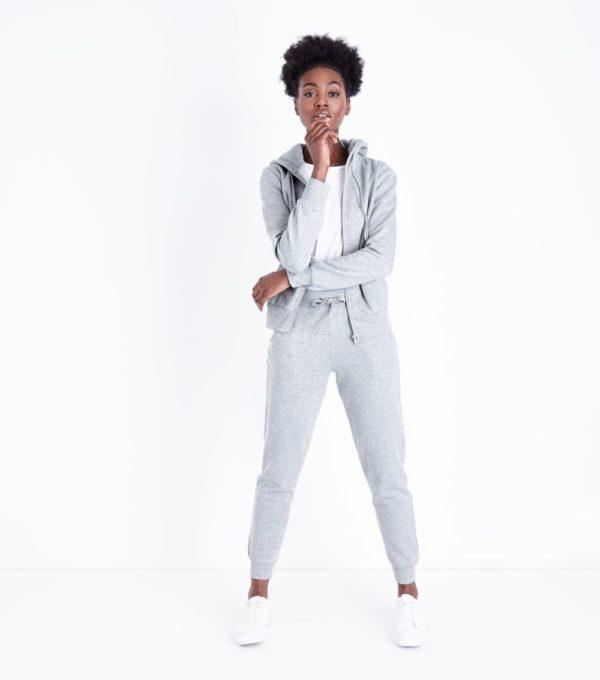 спортивный костюм женский модный: серый цвет