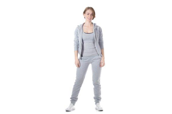 спортивные костюмы 2019-2020 женские: серый белая обувь