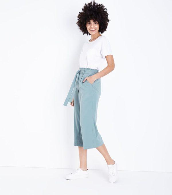 женские брюки 2019-2020: голубые укороченные