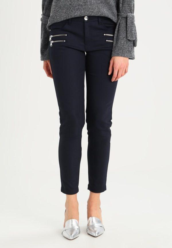 женские брюки 2019-2020: черные укороченные