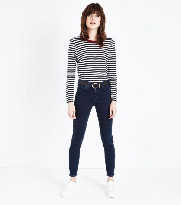модные женские брюки: черные джинсы