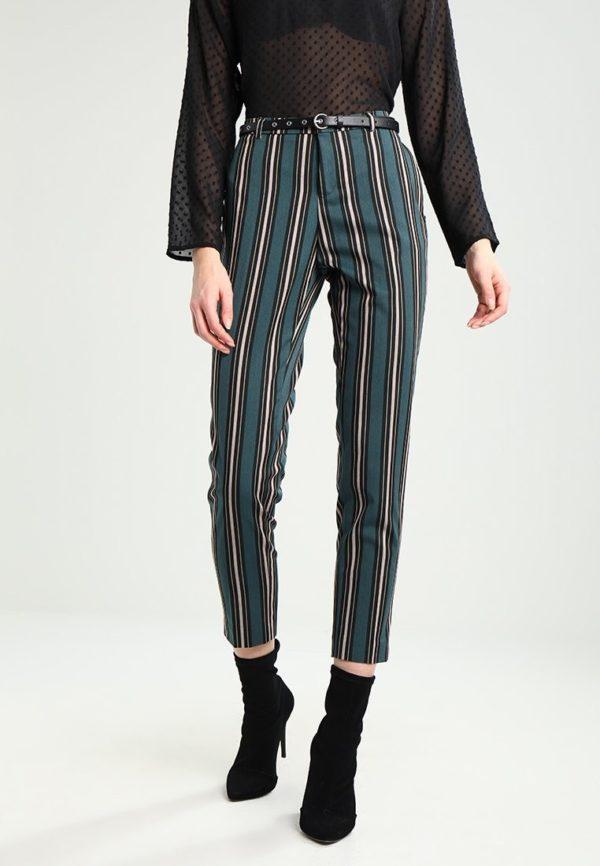 модные женские брюки: черные в полоску укороченные