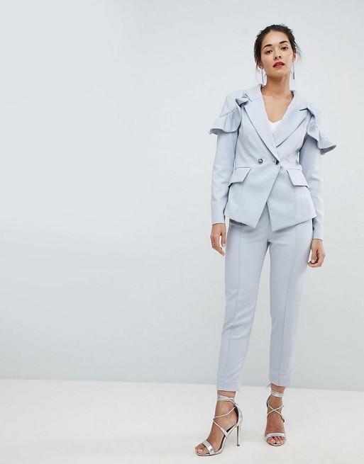 женский костюм мода 2019-2020: голубой с укороченными брюками