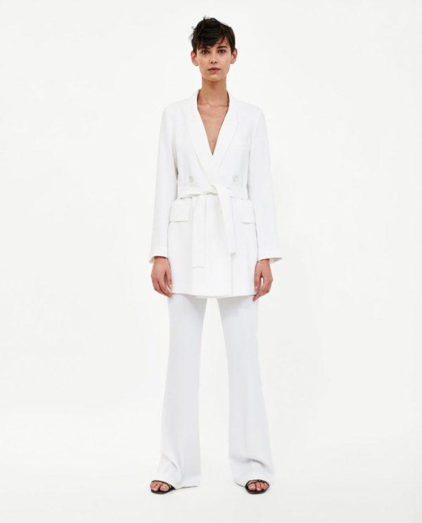 модные костюмы женские фото: белый в пижамном стиле