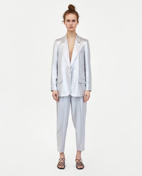 модные костюмы женские фото: серебряный в пижамном стиле