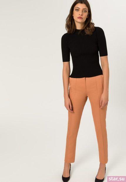 укороченные женские брюки с чем носить: персиковые с черной кофтой