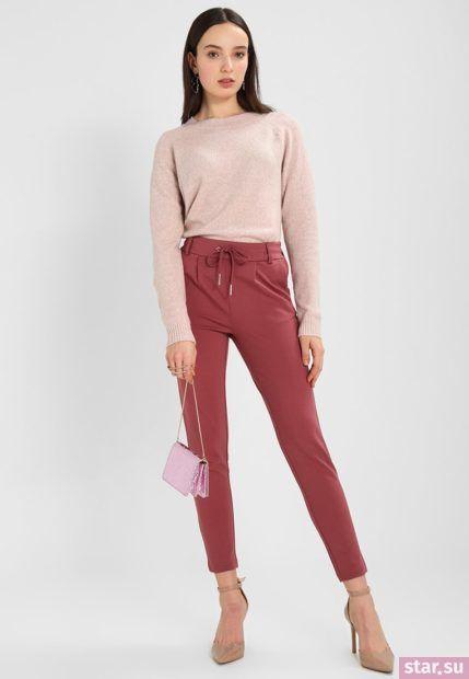 укороченные женские брюки с чем носить: красные с розовой кофтой
