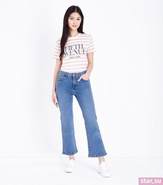 укороченные брюки с чем носить: джинсы с футболкой