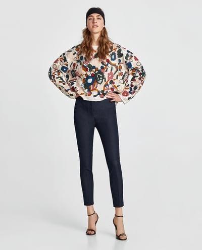 С чем носят короткие штаны: дудочки черные под цветастую кофту