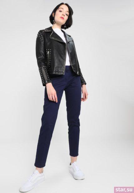 С чем носят короткие штаны: дудочки синие под черную куртку