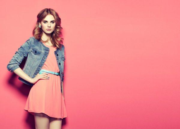 стильные луки 2020-2021: Розовое платье