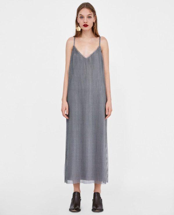 стильные луки 2020: с серым платьем