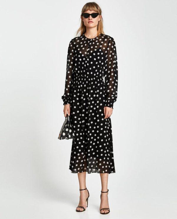 стильные луки 2020: с черным платьем в горох