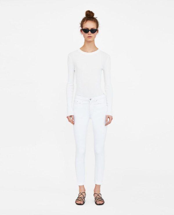 стильные луки: с белыми джинсами
