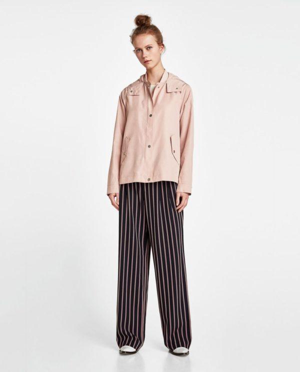 стильные луки 2020: розовая куртка
